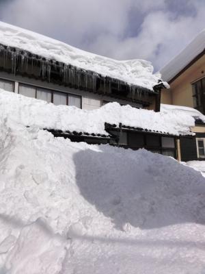 屋根の雪下ろしで1階が埋まる!
