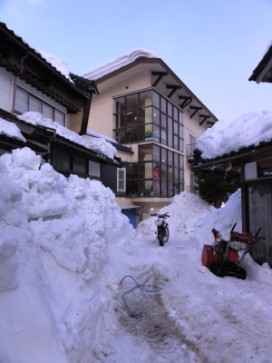 ハチ北の雪とバイク
