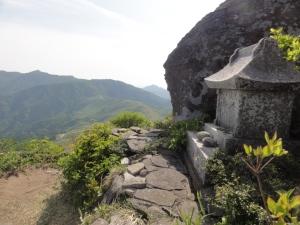 鉢伏山の祠